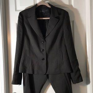 Classic Anne Klein  pinstripe pants suit